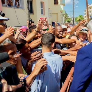 John Kerry greets Cubans across the street from US Embassay, August 14, 2015