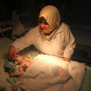 A premature infant receives treatment in a hospital in Gaza. (Photo: Majdi Fathi/Demotix/Corbis)
