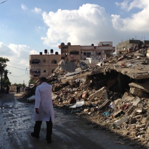 A doctor walks through the rubble in Gaza to a patient's house, Summer 2014. (Photo: Dr. Akihiro Seita/UNRWA)