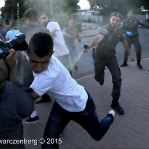 Israeli police pepper spray Palestinians during a protest in support of Mohammed Allan, a Palestinian hunger striking prisoner. (Photo: Haim Schwarczenberg)