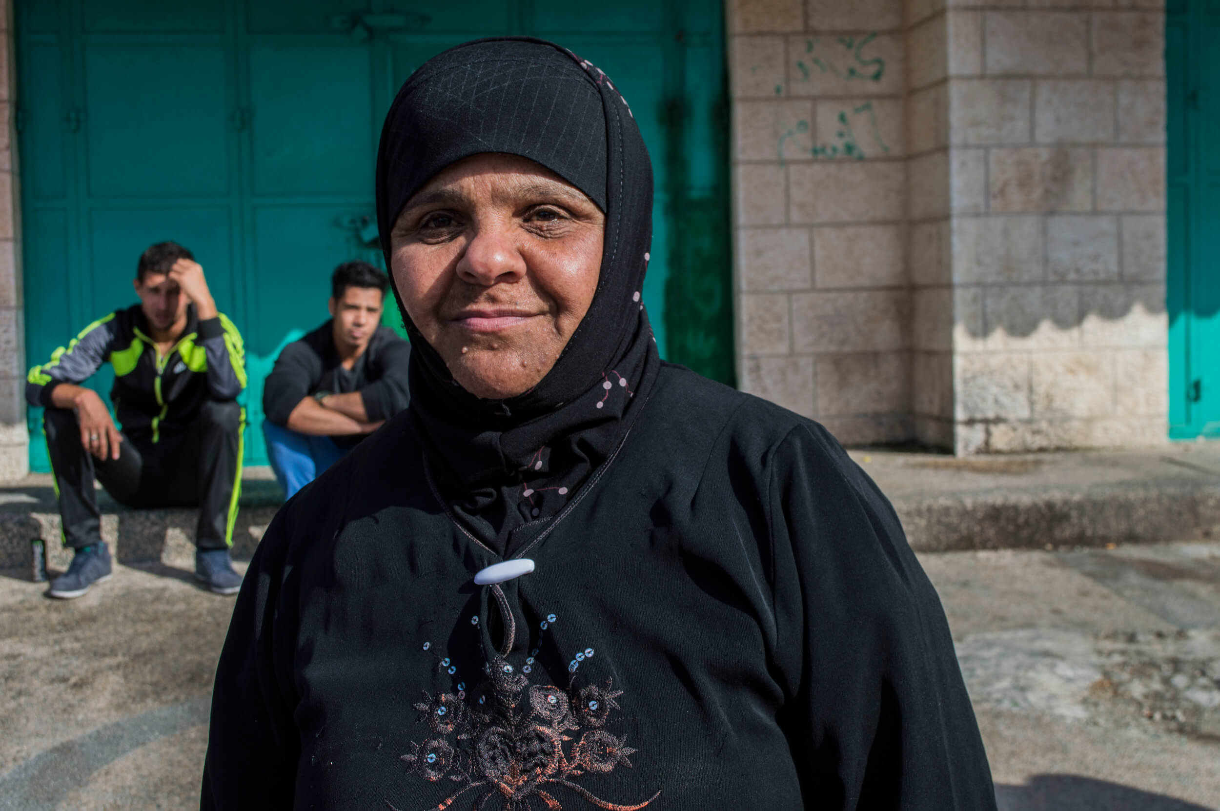 Amal Mirazir came out to the clashes to offer bags of sandwiches to the medics and protesters. (By Abed al Qaisi)