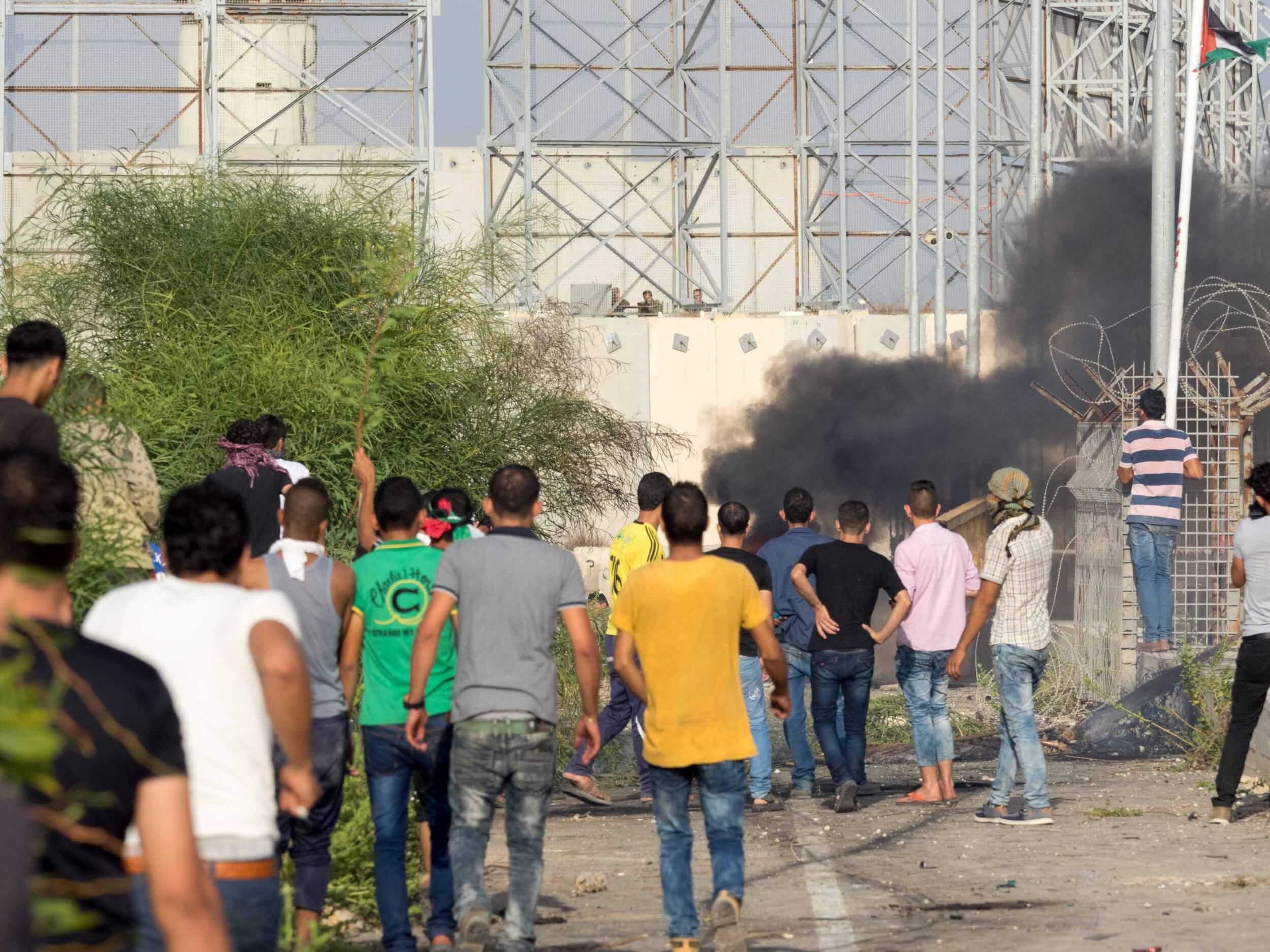 Israeli soldiers look down on Palestinian protestors in Gaza. (Photo: Dan Cohen)