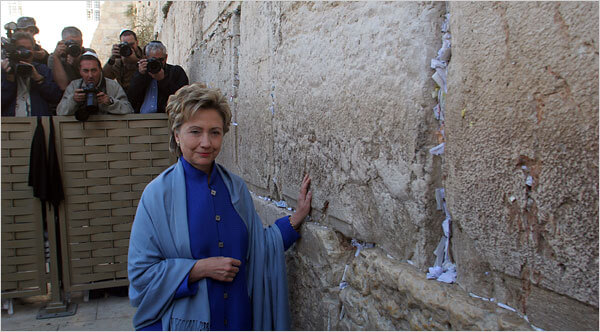 Hillary Clinton at the Western Wall in Jerusalem in 2005.  (Photo: Rina Castelnuovo)