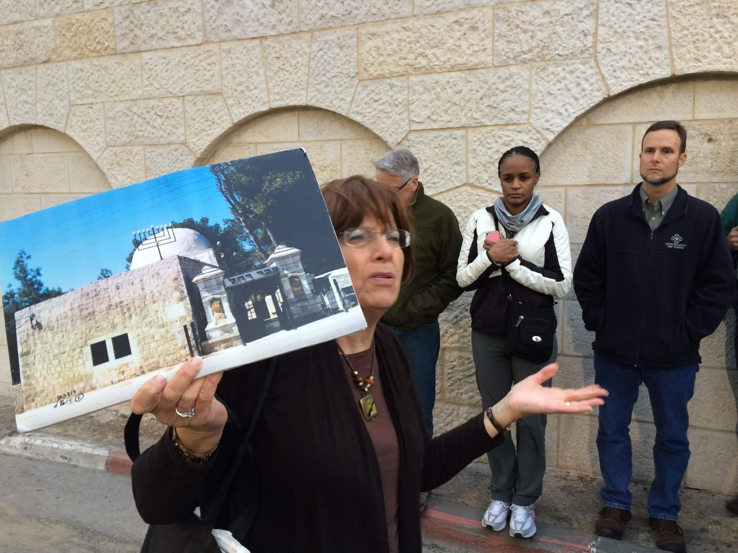 Aviva and the photo. (Photo: Eitan Bronstein)