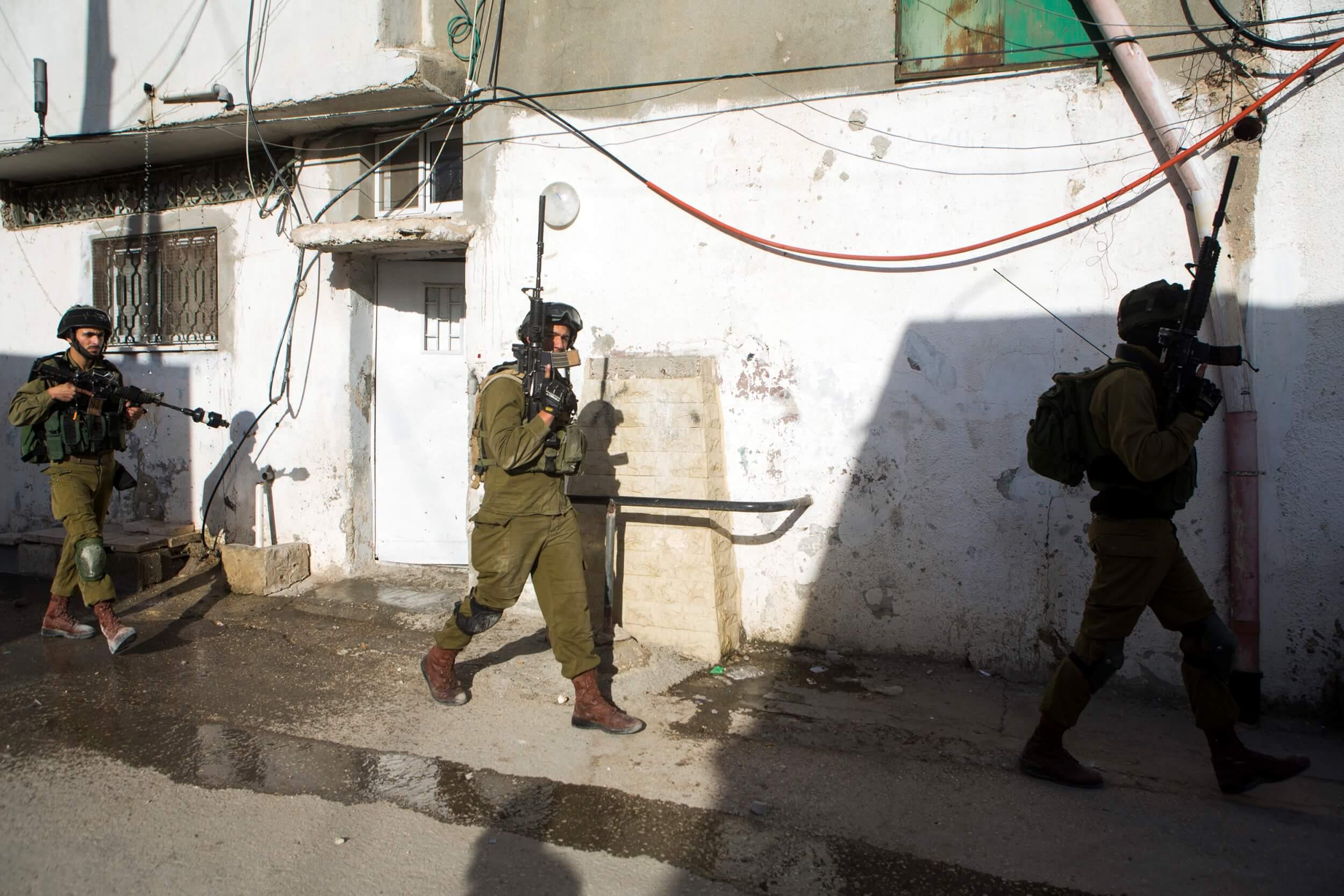 Israeli soldiers, entering al Arroub camp, photo by Anne Paq