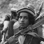 Members of an Afghan Mujahideen group, 1988, photo by David Stewart-Smith/Getty Images