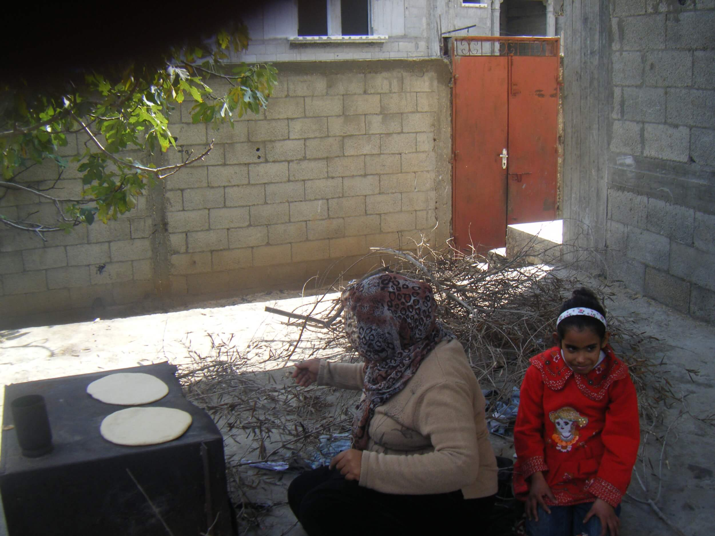 A woman in Gaza bakes using a traditional wood burning oven due to the electricity crisis. (Photo: Isra Saleh El-Namy)