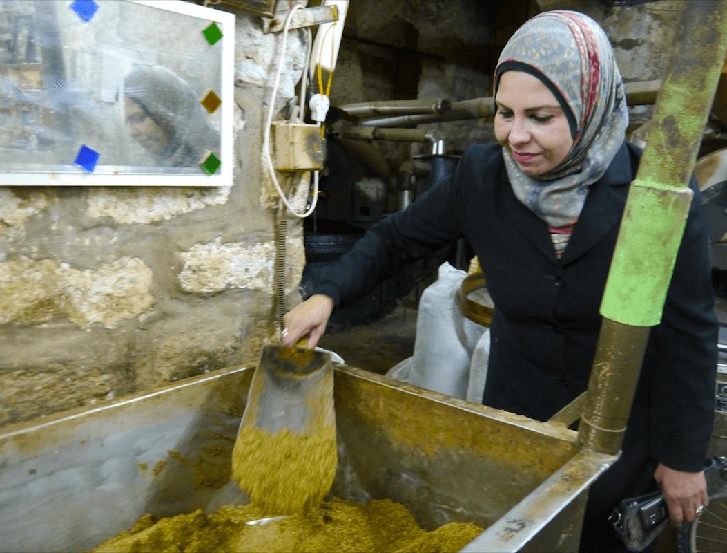 Fatimah demonstrates how Za'atar is prepared. (Photo: Megan Hanna)