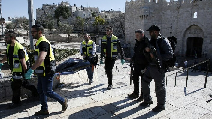 Jewish Zaka volunteers remove the body of a Palestinian man who was shot dead after stabbing three people outside Jerusalem's Damascus Gate on February 19, 2016 (Photo: AFP / THOMAS COEX)