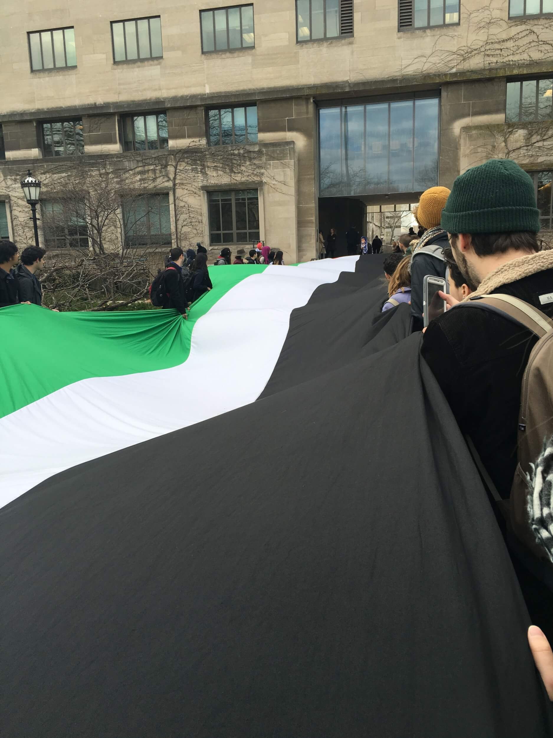 Palestinian flag unfurled at University of Chicago divestment campaign launch