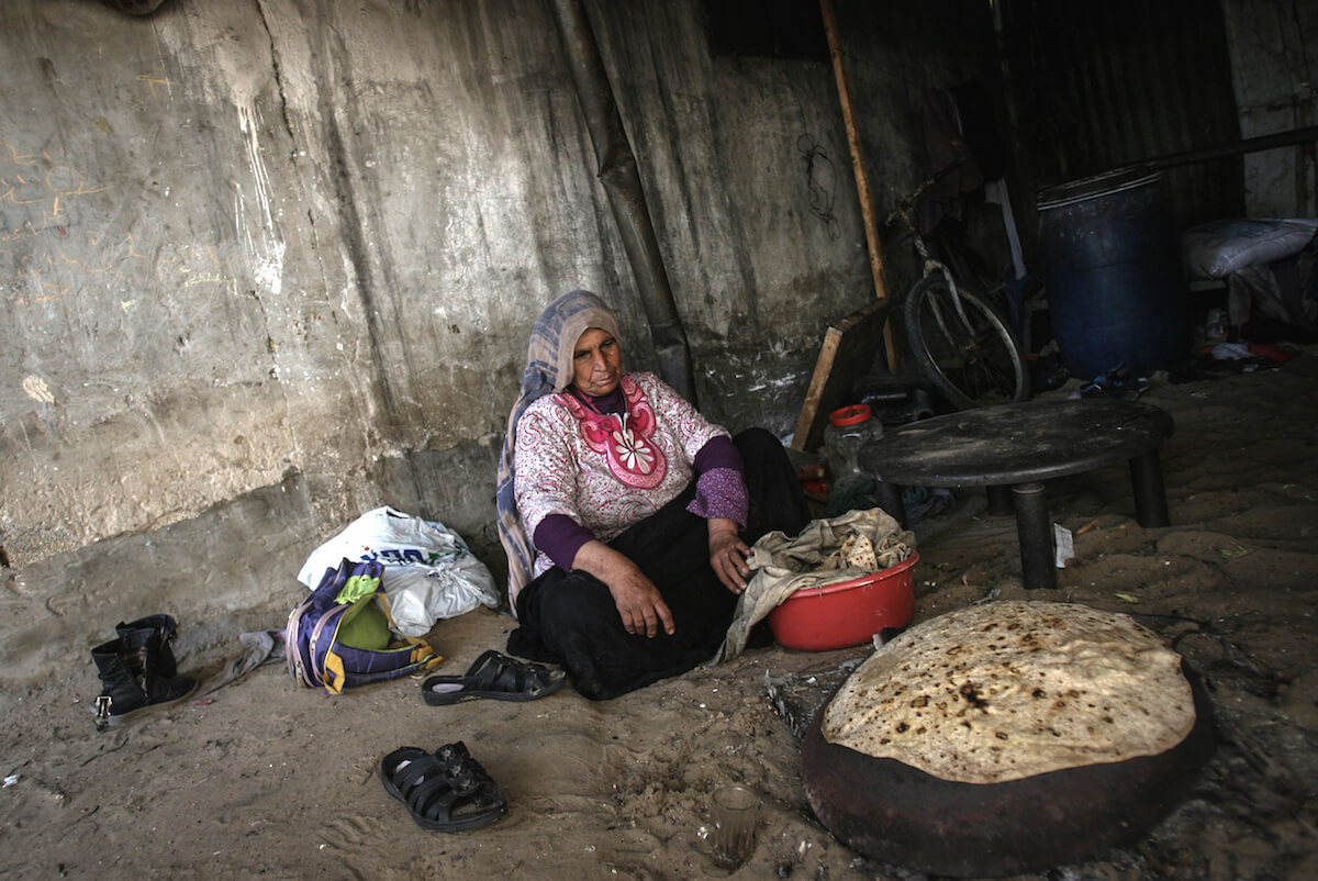 Rayqa al-Malalha lives—along with her poor family—in the marginalized al-Araiba neighborhood of Rafah City in the Gaza Strip. The water supplied to al-Araiba's 8,000 residents by the municipality is unsuitable for consumption. (Photo: Iyad al-Baba/Oxfam)