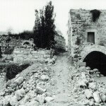 Ruins of homes left empty from the Deir Yassin Massacre, 1986. (Photo: deiryassinremembered.org)