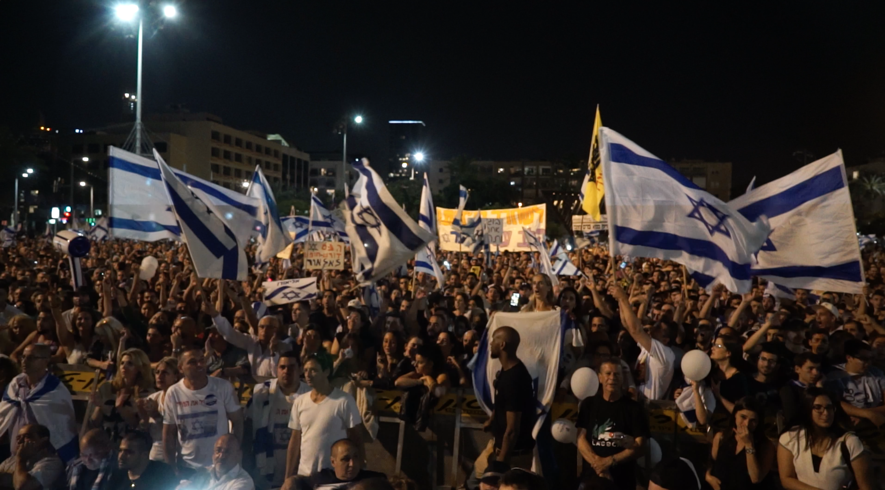 Several thousands Israelis filled Tel Aviv's Rabin Square in support of the executioner-soldier Elor Azarya