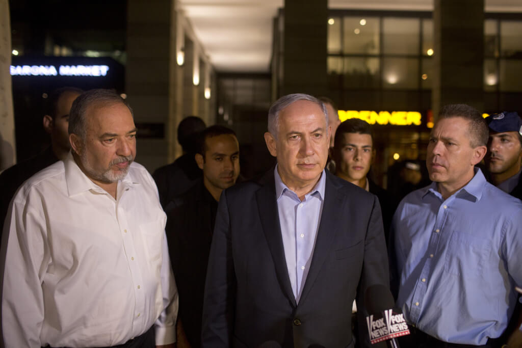 Benjamin Netanyahu and Avigdor Liberman speak to reporters on June 8. (Photo: Lior Mizrahi/Getty Images)