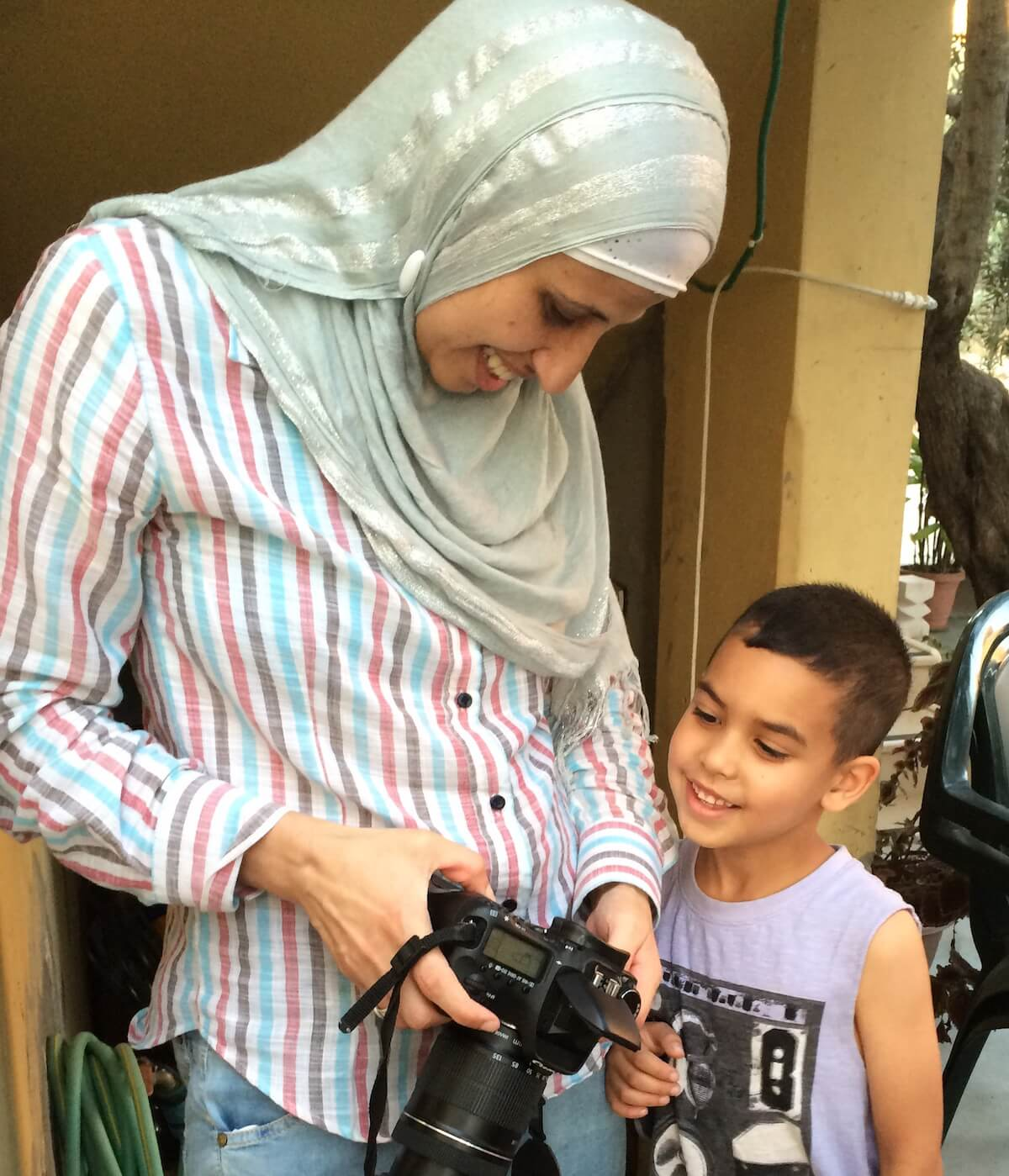 areen Tatour and her nephew looking at the photos she has just taken of him and his sister. (Photo: Kim Jensen)