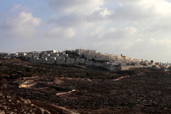 The Ramot settlement, August 25, 2013. (Photo: Saeed Qaq/ APA Images)