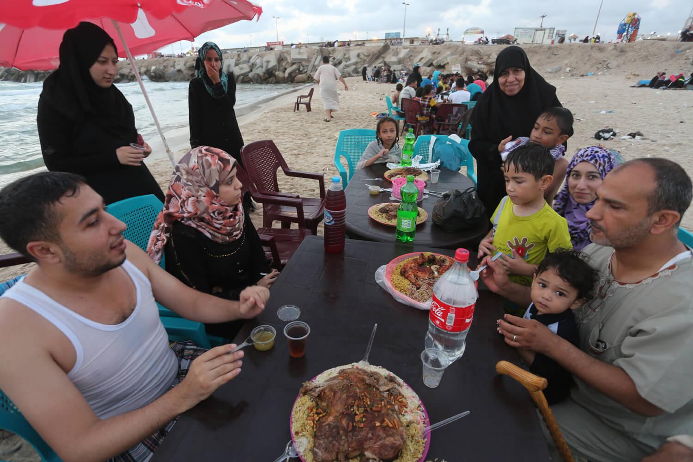 The Al-Rafaty family shares a seaside breakfast in Gaza, June 27, 2016. (Photo: Mohammed Asad)