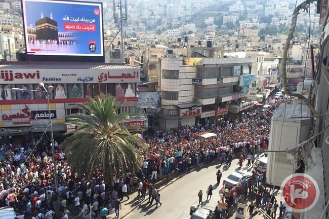 Thousands of Palestinians in the northern occupied West Bank city of Nablus on Sunday afternoon took part in a funeral for Ahmad Izz Halaweh, who was beaten to death in detention earlier this week by Palestinian security officers. (Photo: Ma'an News)