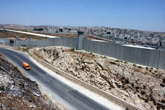 General view of the wall of separation between Ramallah and Jerusalem, July 9, 2012. (Photo: Issam Rimawi/APA Images)