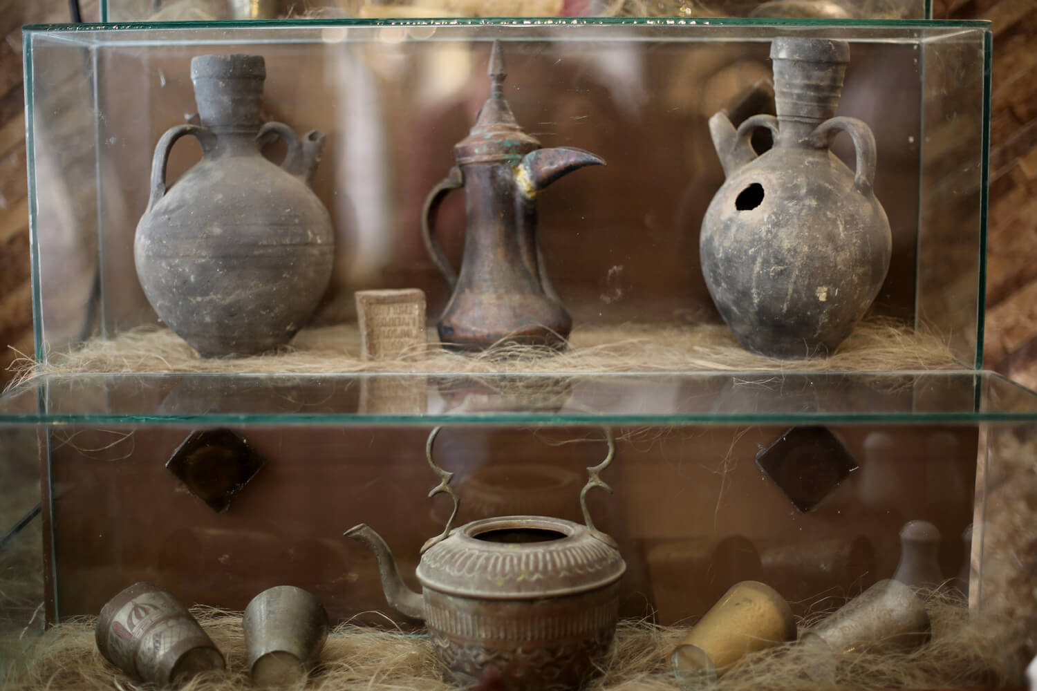 Ancient pottery displayed in the old restaurant in Aleppo was brought to Gaza. (Photo: Mohammed Asad)