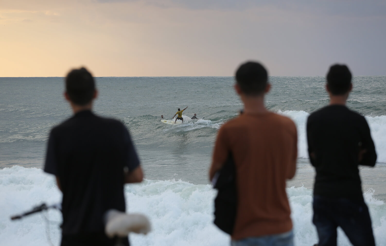 Onlookers watch the surfers. (Photo: Mohammed Asad)