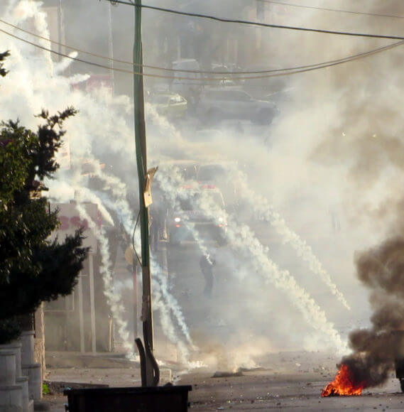 The IDF attacks the area between the 'Azza and Aida refugee camps, Bethlehem, as an ambulance tries to rescue victims. December, 2015. Photo: T Suárez