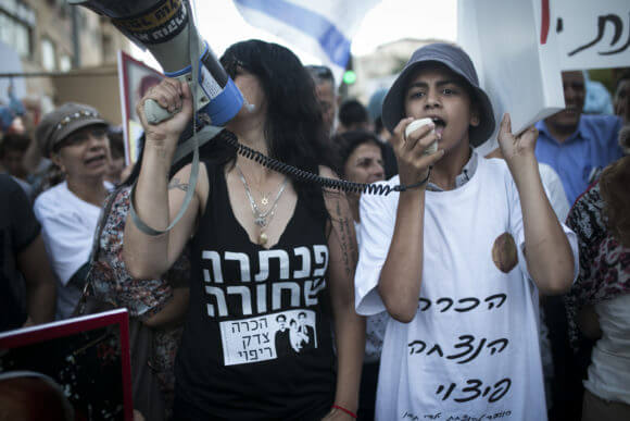 Mizrahi Jews protest over allegations of the abduction of infants from their families by staff at state-run medical facilities during the 1950s, Jerusalem, 2017. (Photo: Shiraz Grinbaum and Yotam Ronen / Activestills.org)