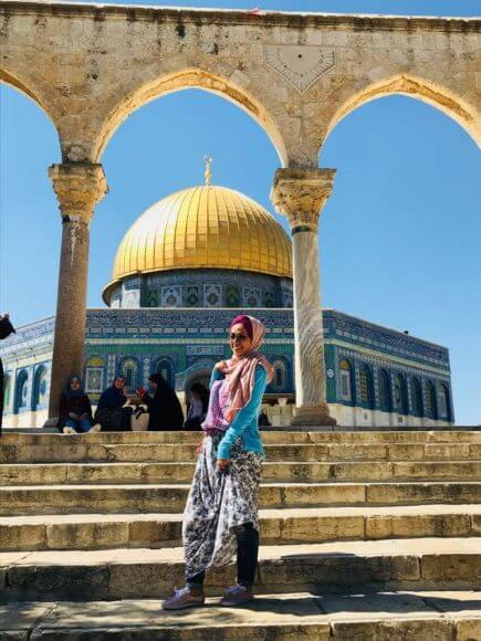 Abier Almasri, Human Rights Watch's research assistant for the Gaza Strip, in front of the Dome of the Rock in the al-Aqsa Compound in occupied East Jerusalem in July 2018.