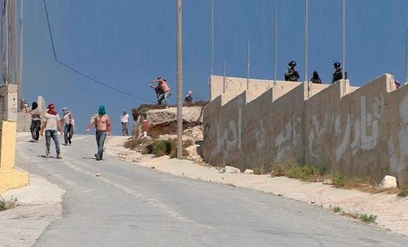 Israeli settlers, accompanied by Israeli soldiers, assault 'Urif village (Nablus), 6 July 2018. © Photo by 'Adel al-'Amer/B'Tselem