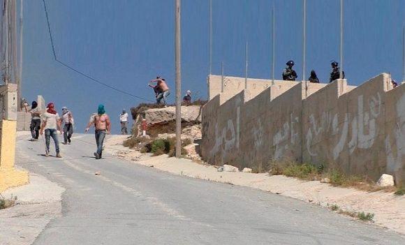 Israeli settlers, accompanied by Israeli soldiers, assault 'Urif village (Nablus), 6 July 2018. © Photo by 'Adel al-'Amer/B'Tselem