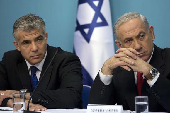 Israeli Prime Minister Benjamin Netanyahu and one of his chief rivals, Yair Lapid (Photo: EPA/Abir Sultan) Dec. 2018.