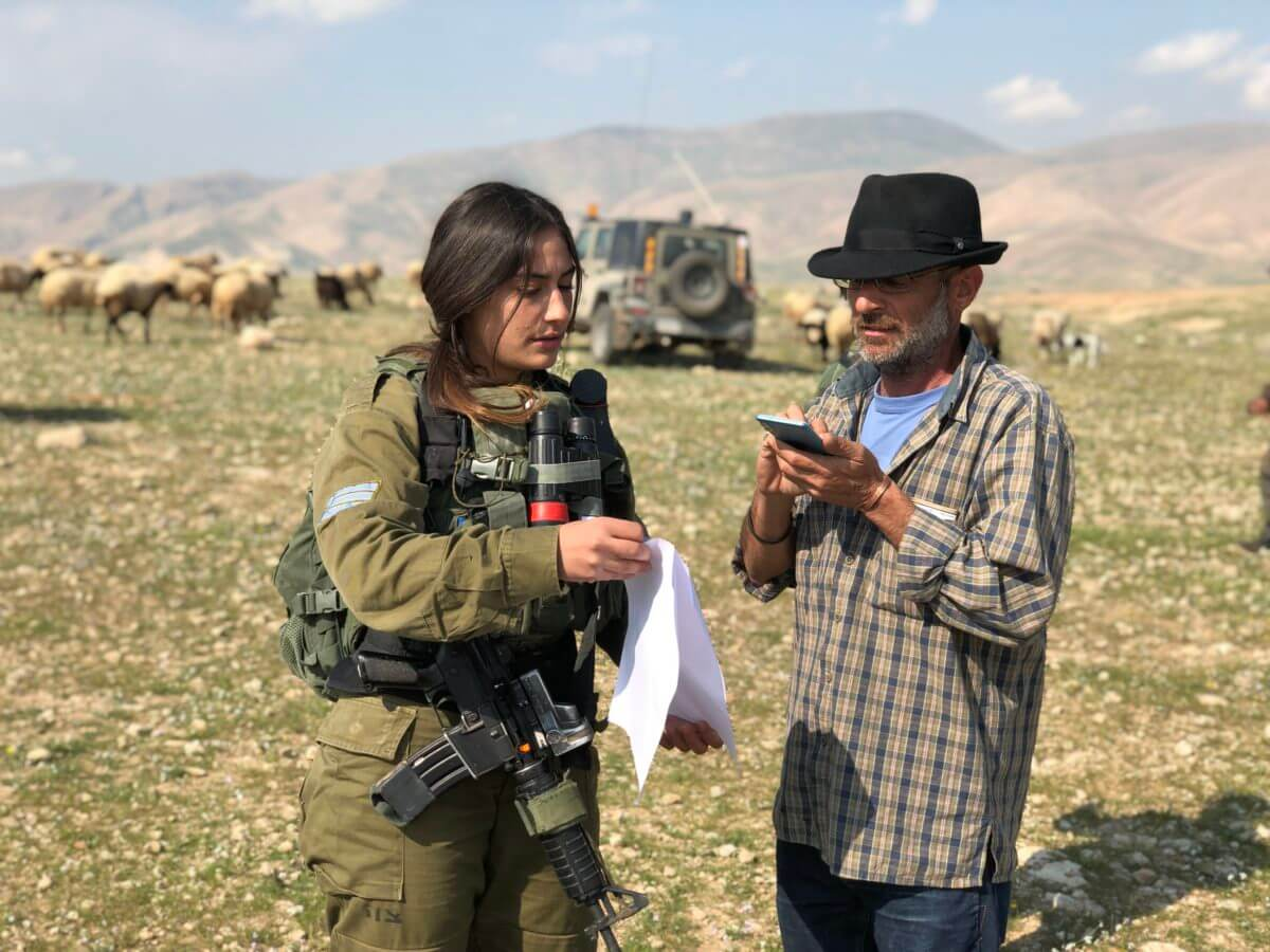 Hirschfeld tells an Israeli soldier that she has no right to block Palestinian freedom of movement in the area, but the military says otherwise. (Photo: Antony Loewenstein)