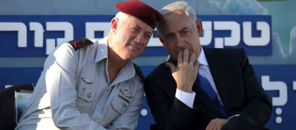 Then-IDF chief of staff Lt. Gen. Benny Gantz, left, with Prime Minister Benjamin Netanyahu at a Navy ceremony on September 11, 2013. (AP Photo/Dan Balilty)