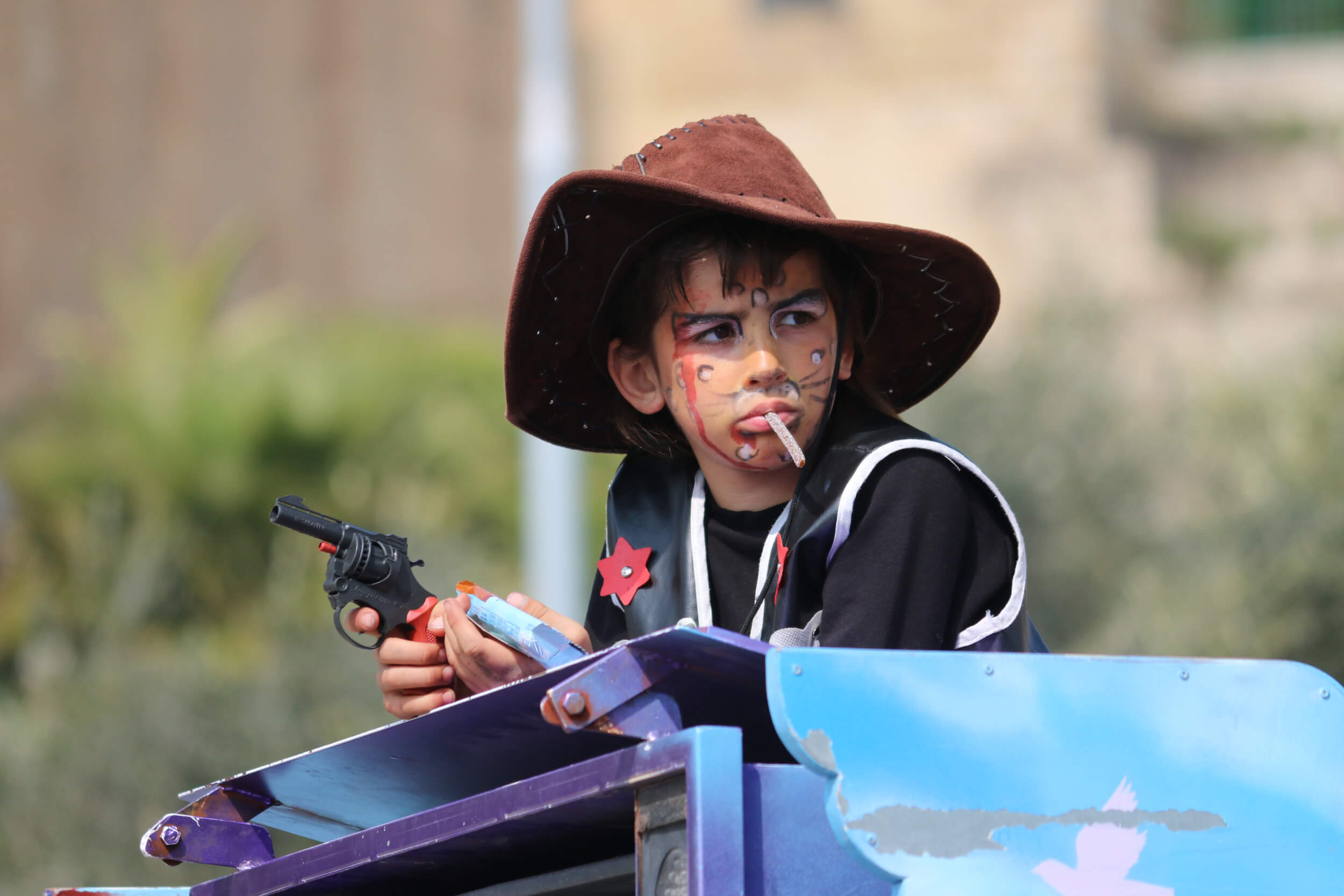 An Israeli child is dressed up as a cowboy. (Photo: Activestills.org