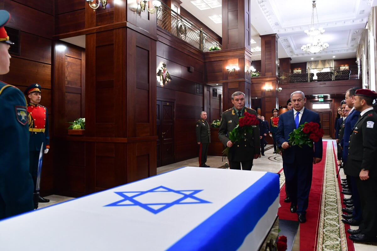 Ceremony at the Russian Ministry of Defense on April 4 when military effects belonging to the late Zachary Baumel, killed in Lebanon in 1982, were handed over to prime minister Netanyahu. From the PM's twitter feed.
