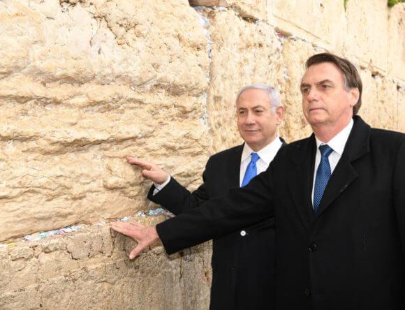 Israeli Prime Minister Benjamin Netanyahu and Brazilian President Jair Bolsonaro at the Western Wall, Jerusalem, Monday, April 1, 2019. (Photo: Amos Ben-Gershom/GPO)
