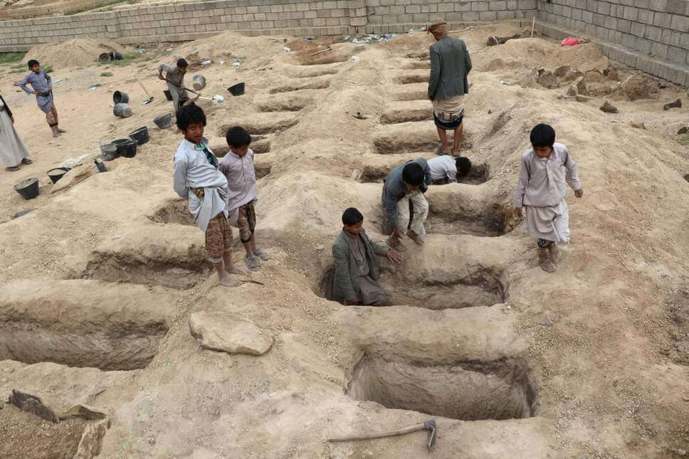 Boys inspect graves prepared for victims of an air strike in Saada province, Yemen, which killed 40 children on their way to school on August 9, 2018. (Photo: Reuters)