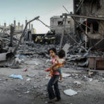 Palestinians flee with their belongings from the Shejaiya neighborhood of the Gaza Strip, on August 19, 2014. (Photo: Ezz al-Zanoun/APA Images)