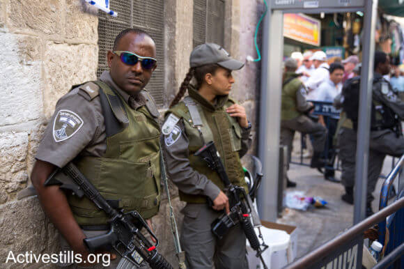 Israeli police officers in Jerusalem's old city on October 15, 2015. (Photo: Oren Ziv/Activestills.org)