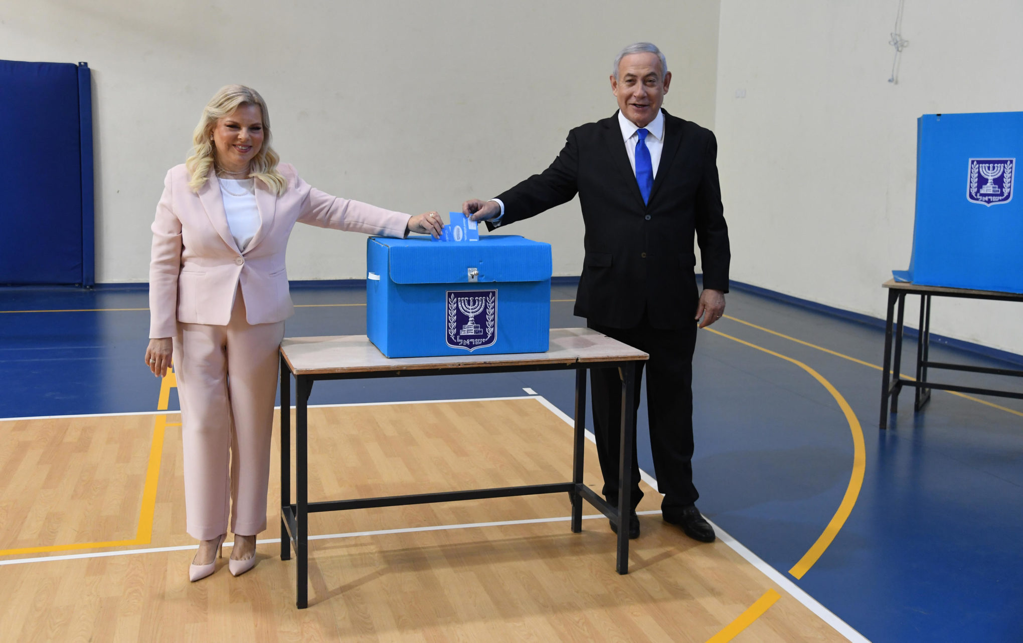 Israeli Prime Minister Benjamin Netanyahu and his wife Sara cast their votes this morning in Jerusalem. (Photo: Haim Zach / GPO)