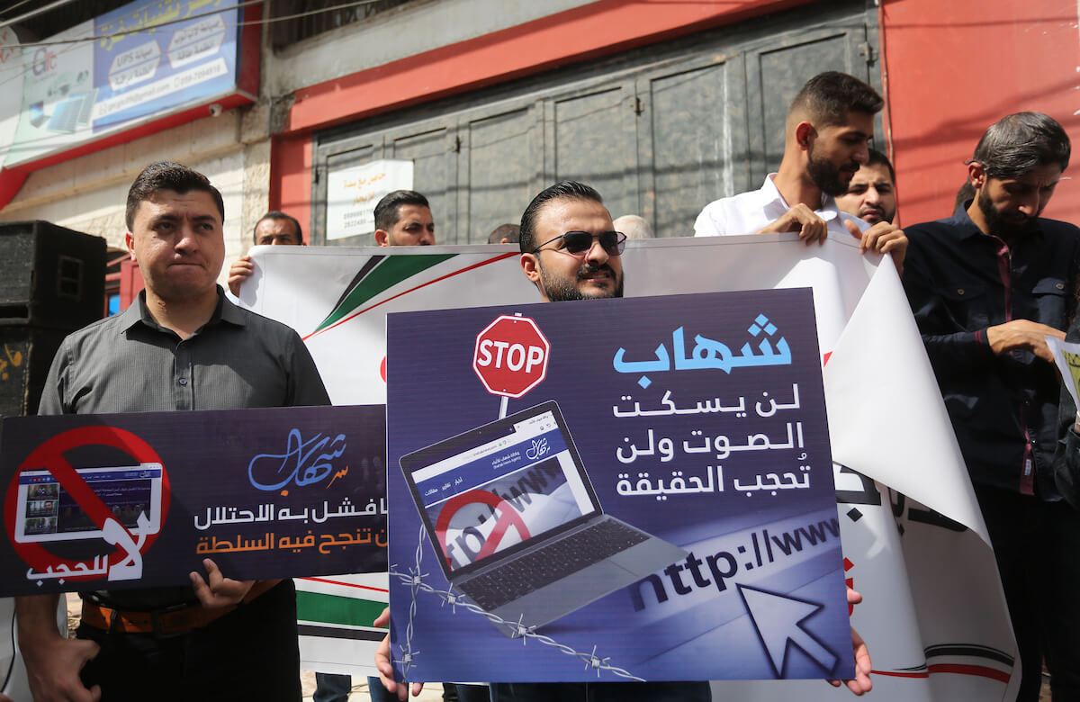 Palestinian journalists take part in a protest in Gaza City against the Palestinian Authority blocking news websites, October 22, 2019. (Photo: Ashraf Amra/APA Images)