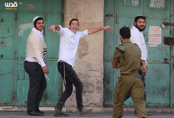 Thousands of settlers descended upon Hebron over the weekend, violently attacking Palestinians as they made their way through the city (Photo: Quds News Network)