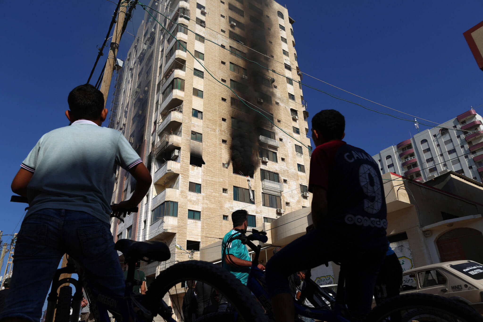 Palestinians inspect the remains of a building following an Israeli airstrike. (Photo: by Mohammed Zaanoun / Activestills.org)
