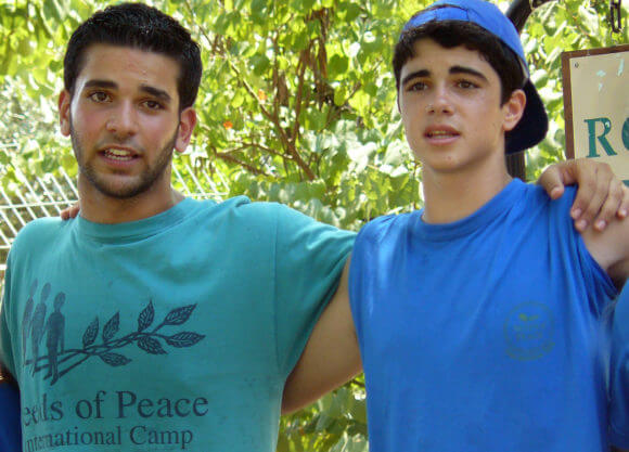 Palestinian & Israeli participants in a 2009 Seeds of Peace program. (Photo: Flickr/Seeds_of_Peace)