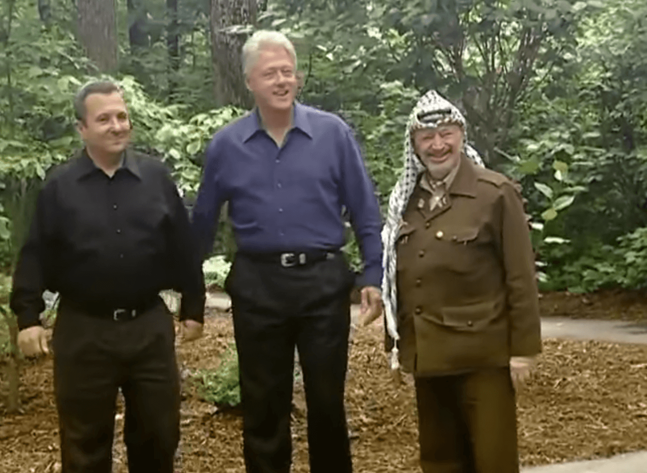 Photo-op at Camp David with President Clinton, Chairman Yasser Arafat and Prime Minister Ehud Barak, July 11, 2000. (Courtesy: William J.Clinton Presidential Library)