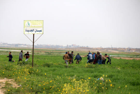 Palestinian protesters gather east of Khan Yunis in the southern Gaza Strip, on February 23, 2020. Israeli troops opened gunfire at Palestinian civilians and injured two of them, as they were trying to pull out the body of a Palestinian youth who was killed in an Israeli artillery attack. (Photo: Mariam Dagga/APA Images)