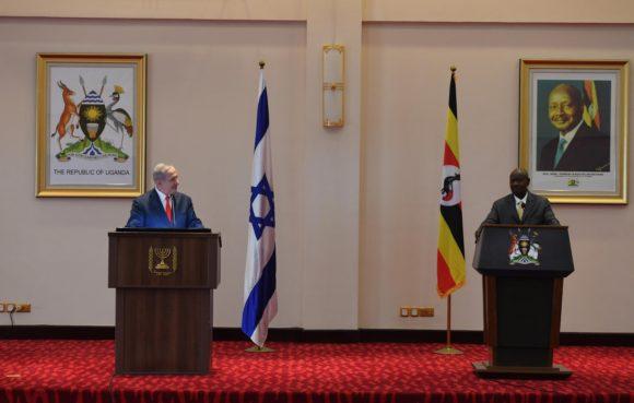 Benjamin Netanyahu meets with Uganda's President Yoweri Museveni. (Photo: Twitter/@IsraeliPM)