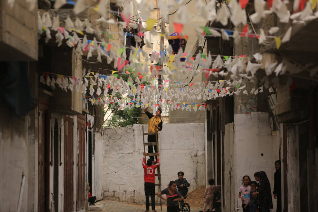 Palestinians decorate the streets during the month of Ramadan in Khan Yunis in the southern Gaza Strip on April 25, 2020. (Photo: Ashraf Amra/APA Images)