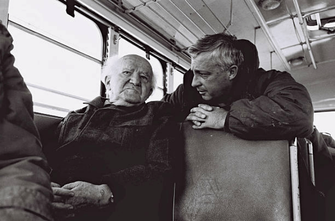 In this handout from the Israeli Governmental Press Office, Southern Command General Ariel Sharon chats with former Prime Minister David Ben Gurion during a bus tour of Israeli army installations January 27, 1971 near the Suez Canal in the Sinai Desert, Egypt. (Photo: GPO/ Getty Images)