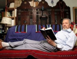 Albert Memmi at home in Paris in 2004. (Photo: Marc Gantier/Gamma-Rapho)